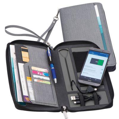 Reisemappe aus Kunstleder mit integrierter Powerbank grau